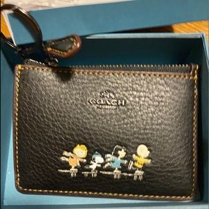COPY - COPY - Coach snoopy and friends ID / coin …